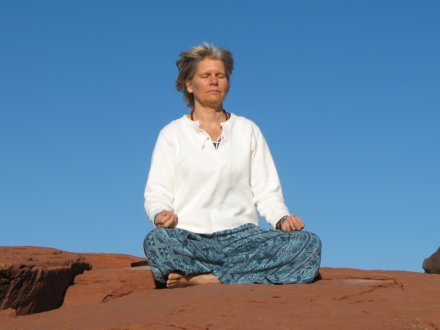 meditating sedona vortex